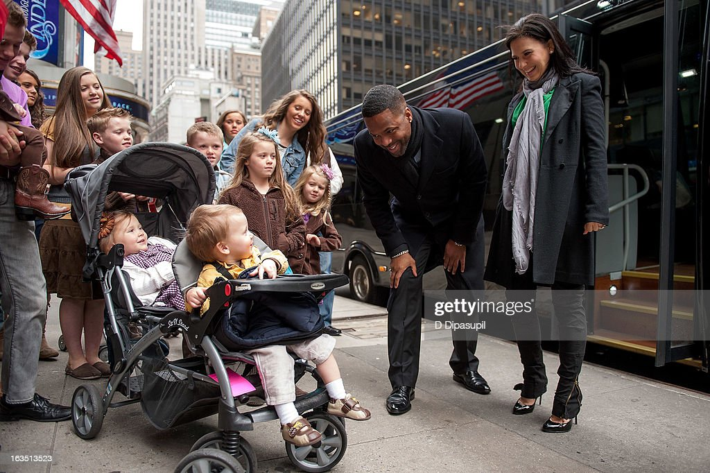 <a gi-track='captionPersonalityLinkClicked' href=/galleries/search?phrase=Hilaria+Baldwin&family=editorial&specificpeople=7856471 ng-click='$event.stopPropagation()'>Hilaria Baldwin</a> and AJ Calloway greet the Duggar family during their visit with 'Extra' in Times Square on March 11, 2013 in New York City.