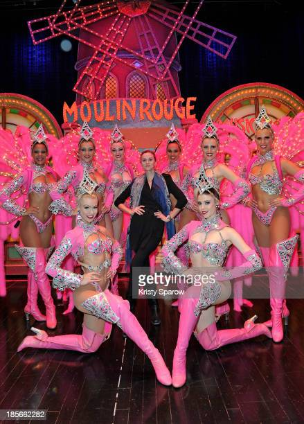 Hilarie Burton poses backstage with dancers after the show at the Le Moulin Rouge on October 23 2013 in Paris France