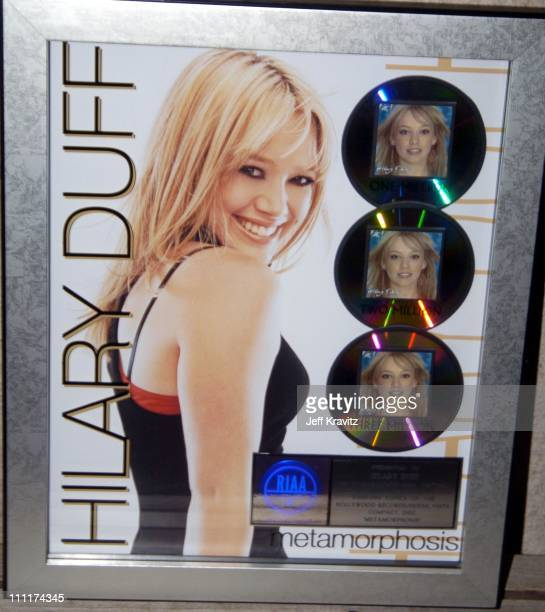 Hilary Duff recieves Triple Platinum Record for 3 Million Units sold at her Sold Out Performance *Exclusive*