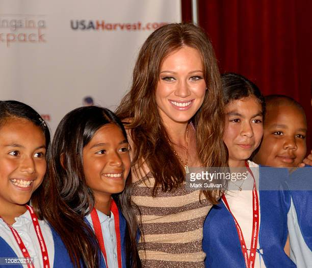 Hilary Duff with children from Normandie Elementary School