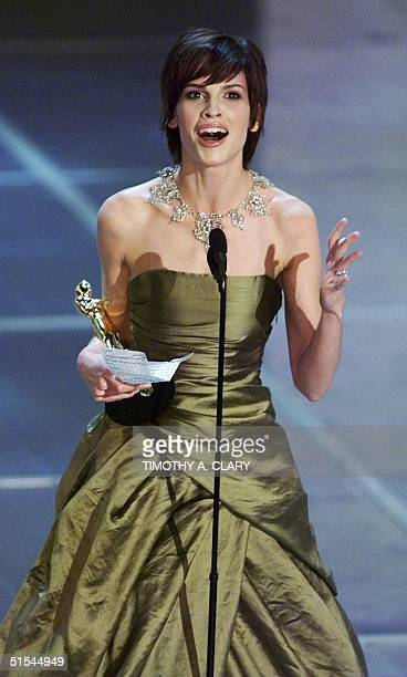 Hilary Swank holds her Oscar for Best Performance by an Actress in a Leading Role during the 72nd Academy Awards 26 March 2000 at the Shrine...