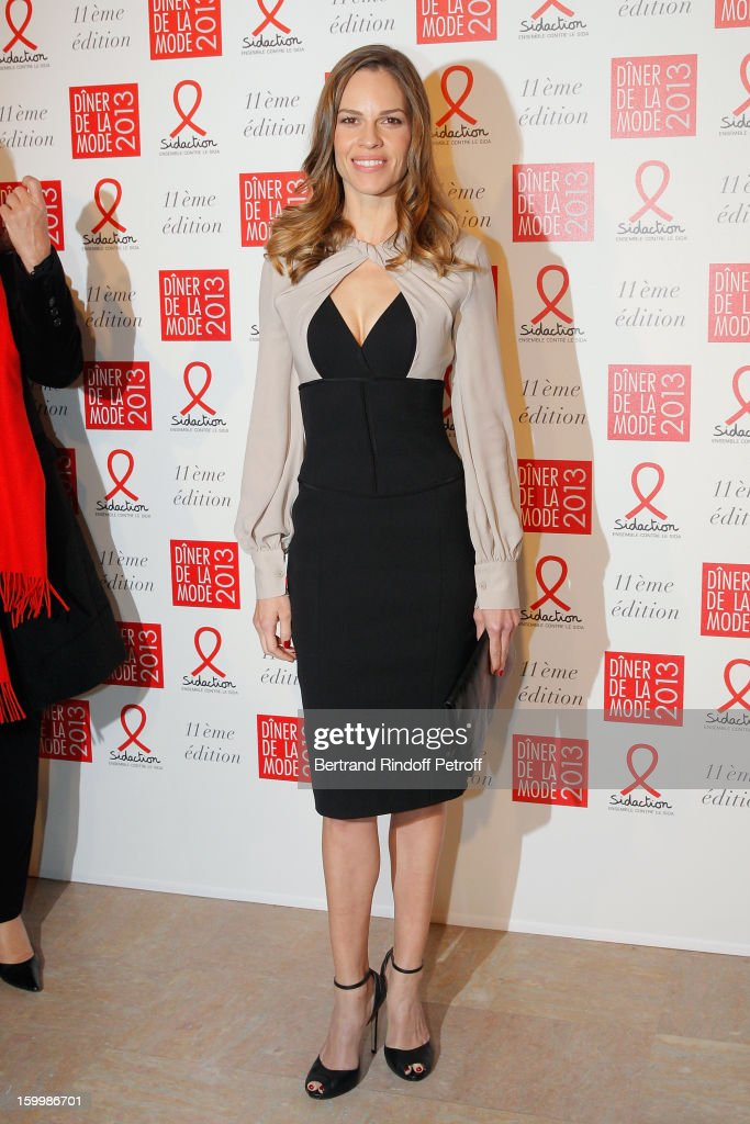 Hilary Swank, invited by Gerard Darel, poses as she arrives to attend the Sidaction Gala Dinner 2013 at Pavillon d'Armenonville on January 24, 2013 in Paris, France.