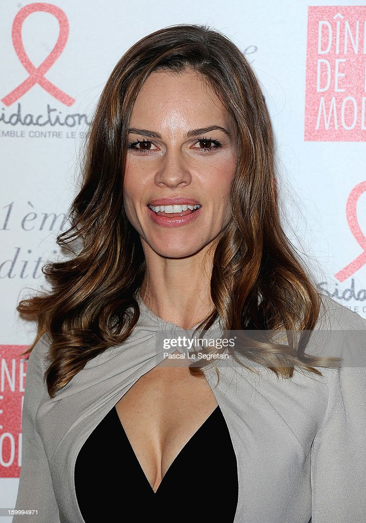 Hillary Swank, invited by Gerard Darel, poses as she arrives to attend the Sidaction Gala Dinner 2013 at Pavillon d'Armenonville on January 24, 2013 in Paris, France.