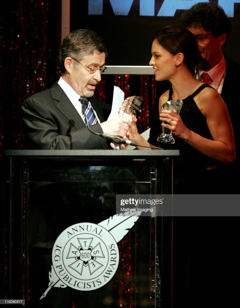 <a gi-track='captionPersonalityLinkClicked' href=/galleries/search?phrase=Hilary+Swank&family=editorial&specificpeople=201692 ng-click='$event.stopPropagation()'>Hilary Swank</a> presents the Motion Picture Showman of the Year award to Warner Bros. <a gi-track='captionPersonalityLinkClicked' href=/galleries/search?phrase=Barry+Meyer&family=editorial&specificpeople=221705 ng-click='$event.stopPropagation()'>Barry Meyer</a> *Exclusive*