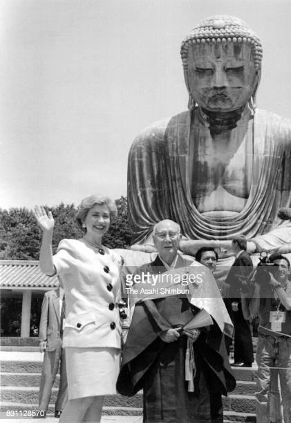 Hillary Clinton wife of US President Bill Clinton visits Kotokuin Temple on July 9 1993 in Kamakura Kanagawa Japan