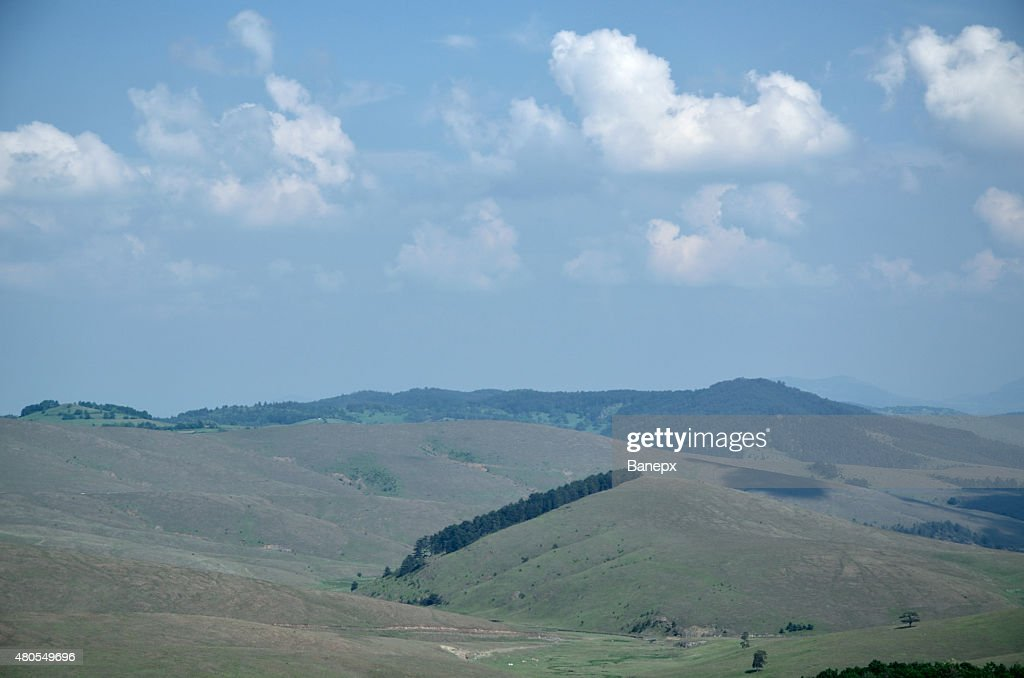 Hills y a las montañas. : Foto de stock