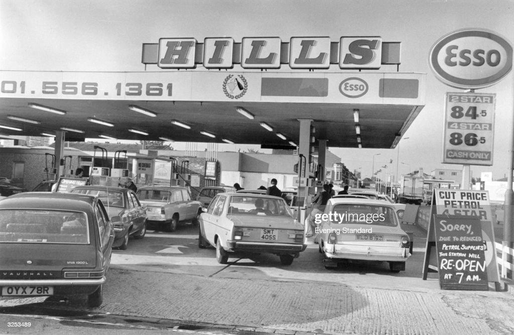Hill's Garage at Leytonstone during the petrol shortage.