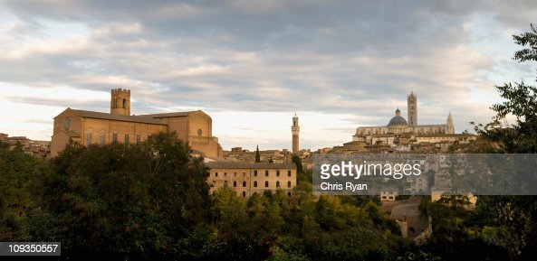Hilltop town, Siena, Tuscany, Italy : ストックフォト