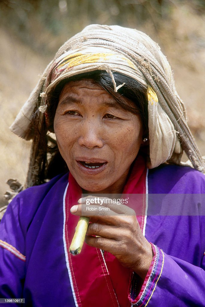 Hill-Tribe woman with cheroot, Kalaw, myanmar : Stock Photo