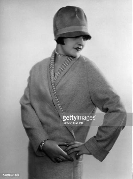Hilly Etoile Actress Dancer Portrait in a light woolen coat with felt hat Fashion pictures 1927 Photographer Atelier Balasz Published by 'Die Dame'...