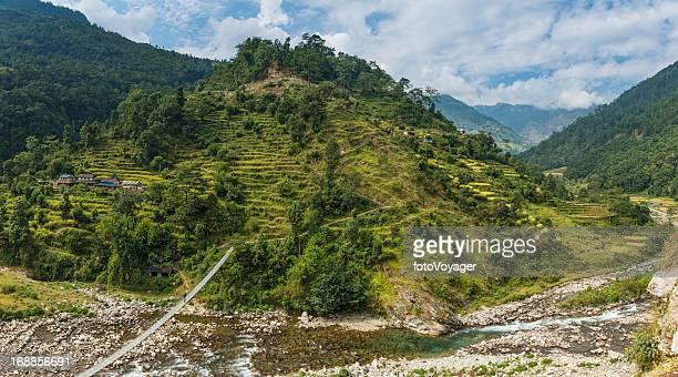 Himalya hills Seilbrücke canyon Terrassenfeldern farms Nepal