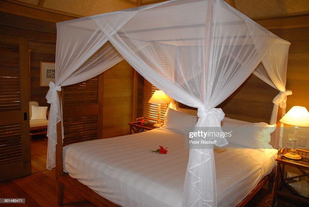Himmelbett LuxusBungalow U0027Hotel Bora Borau0027 Insel Bora Bora  FranzösischPolynesien Südsee Innen Schlafzimmer Bett Reise