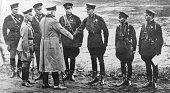 Hindenburg Paul von *02101847Offizier Politiker DGeneralfeldmarschallReichspraesident am Rande des Herbstmanoevers der Reichswehr oestlich von...