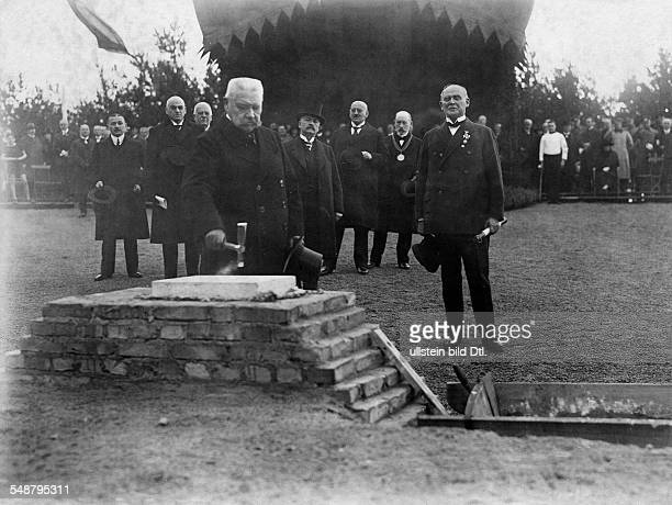 Hindenburg Paul von Officer Politician Field Marshal General President of the Reich Germany *02101847 Germany Free State Prussia Berlin Hindenburg is...