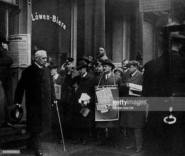 Hindenburg Paul von Politician Field Marshal President of the German Reich Germany *02101847 Hindenburg leaving a polling place undated Photographer...