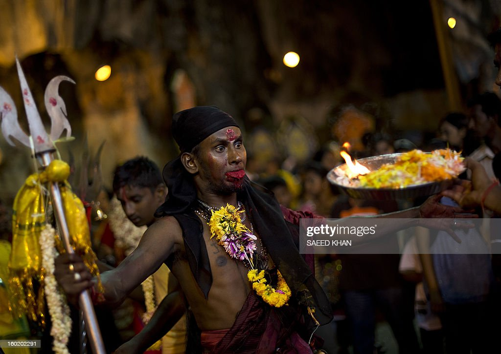 A Hindu devotee worships at the Batu Caves during the Thaipusam Festival on the outskirts of Kuala Lumpur on January 28, 2013. The Hindu festival of Thaipusam, which commemorates the day when Goddess Pavarthi gave her son Lord Muruga an invincible lance with which he destroyed evil demons, is celebrated by some two million ethnic Indians in Malaysia and Singapore. AFP PHOTO / Saeed KHAN