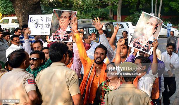 Hindu Sena activists protest outside Mulayam Singh Yadav's residence in Delhi about the conversions in Rampur during the Janta Parivar