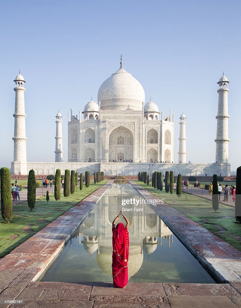 hindu woman praying at taj mahal stock photo getty images