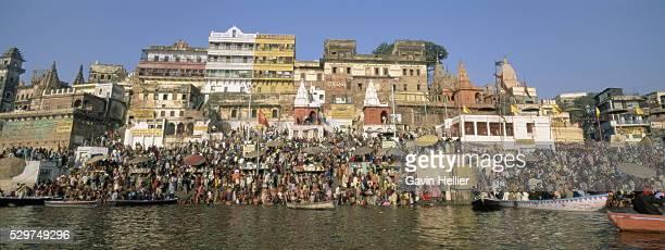 Hindus bathing in the early morning in the holy river Ganges (Ganga) along Dasaswamedh Ghat, Varanasi (Benares), Uttar Pradesh state, India, Asia
