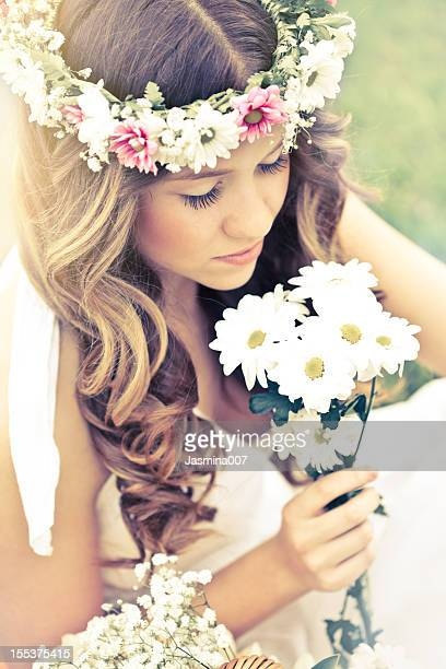 Hippie Junge Frau mit Blumen