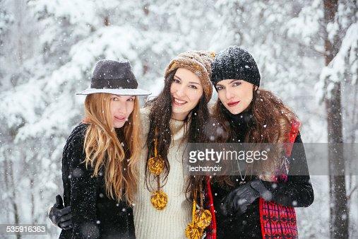 Moda hipster en la nieve : Foto de stock