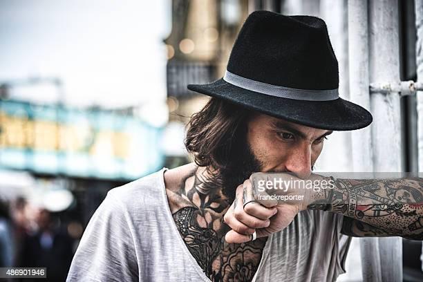 portrait de Hipster avec tatouage