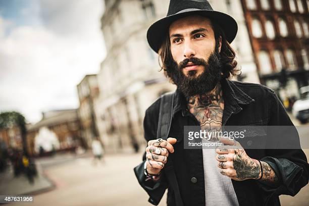Hipster voyageurs solitaires de Camden town à Londres