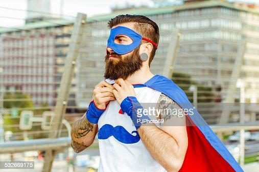 ヒップスタースーパーヒーロー彼のマントルの調整