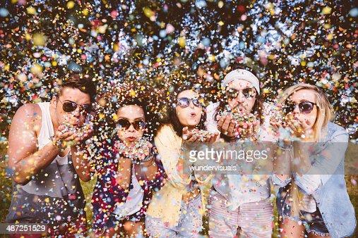Hipsters mandar Confete