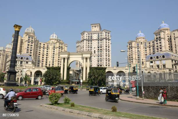 Hiranandani Gardens and Office Park of Powai in Mumbai Hiranandani Gardens and Office Park in Powai designed by Indian architect Hafeez Contractor on...