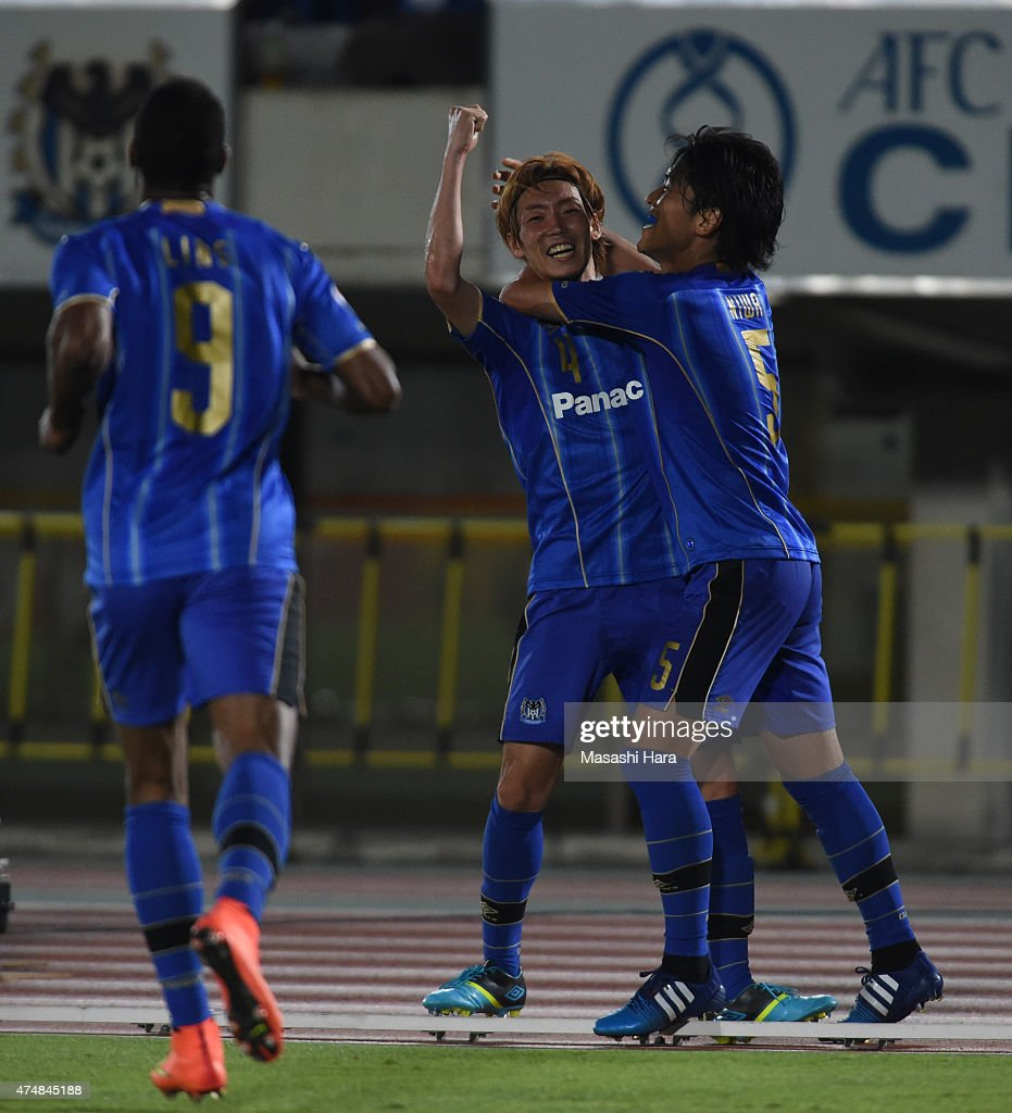 <a gi-track='captionPersonalityLinkClicked' href=/galleries/search?phrase=Hiroki+Fujiharu&family=editorial&specificpeople=8282318 ng-click='$event.stopPropagation()'>Hiroki Fujiharu</a> #4 of Gamba Osaka (2R,assist) celebrates the third goal by Lins #9 (L) during the AFC Champions League Round of 16 match between Gamba Osaka and FC Seoul at Expo '70 Stadium on May 27, 2015 in Osaka, Japan.