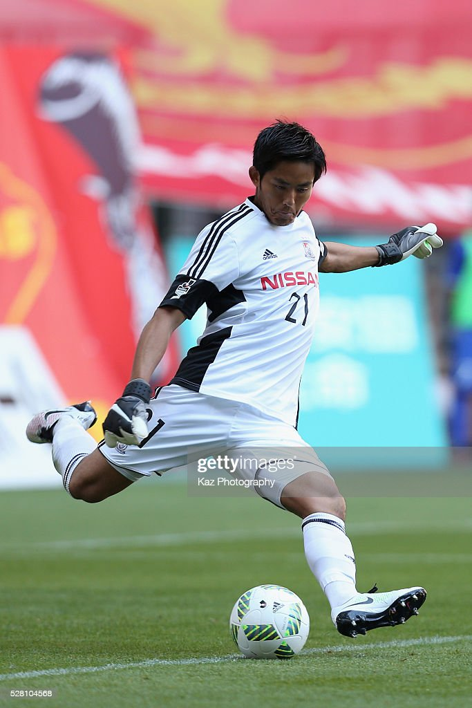 Hiroki Iikura of Yokohama F.Marinos in action during the J.League match between Nagoya Grampus and Yokohama F.Marinos at the Toyota Stadium on May 4, 2016 in Toyota, Aichi, Japan.