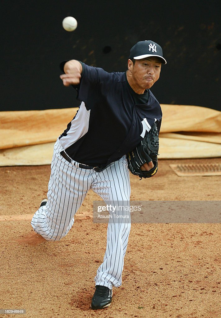 <a gi-track='captionPersonalityLinkClicked' href=/galleries/search?phrase=Hiroki+Kuroda&family=editorial&specificpeople=5498664 ng-click='$event.stopPropagation()'>Hiroki Kuroda</a> #18 of New York Yankees throws in the bullpen during the spring training game against Philadelphia Phillies at Bright House Networks Field on February 26, 2013 in Clearwater, Florida.