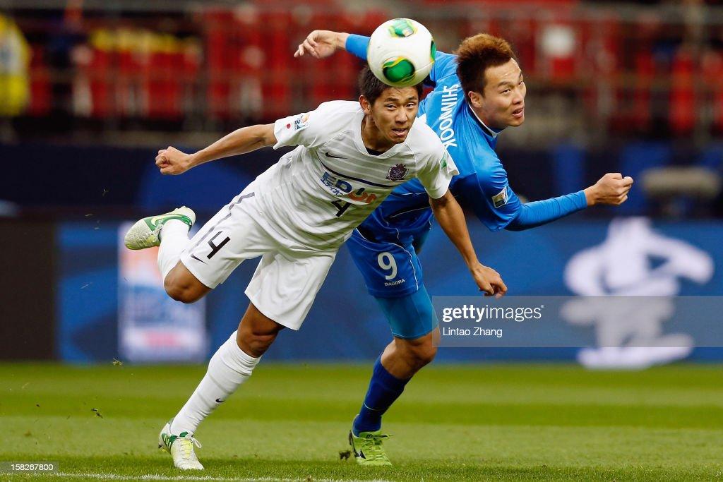Hiroki Mizumoto of Sanfrecce Hiroshima for an aerial ball with Kim Shinwook of Ulsan Hyundai during the FIFA Club World Cup 5th Place Match match...