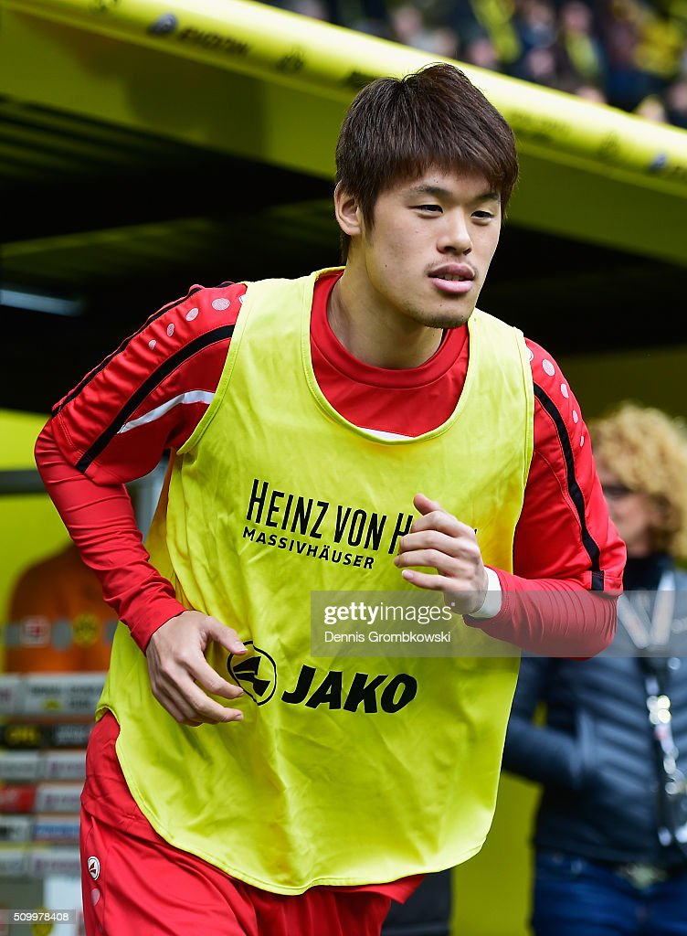 <a gi-track='captionPersonalityLinkClicked' href=/galleries/search?phrase=Hiroki+Sakai&family=editorial&specificpeople=7728461 ng-click='$event.stopPropagation()'>Hiroki Sakai</a> of Hannover 96 warms up prior to kickoff during the Bundesliga match between Borussia Dortmund and Hannover 96 at Signal Iduna Park on February 13, 2016 in Dortmund, Germany.