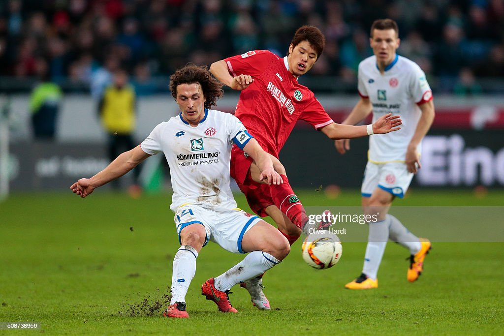 <a gi-track='captionPersonalityLinkClicked' href=/galleries/search?phrase=Hiroki+Sakai&family=editorial&specificpeople=7728461 ng-click='$event.stopPropagation()'>Hiroki Sakai</a> (R) of Hannover and <a gi-track='captionPersonalityLinkClicked' href=/galleries/search?phrase=Julian+Baumgartlinger&family=editorial&specificpeople=4228877 ng-click='$event.stopPropagation()'>Julian Baumgartlinger</a> (L) of Mainz compete for the ball during the first Bundesliga match between Hannover 96 and 1. FSV Mainz 05 at HDI-Arena on February 6, 2016 in Hanover, Germany.