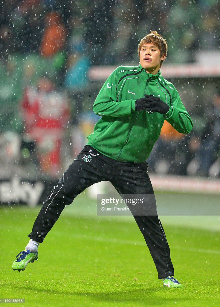 Hiroki Sakai of Hannover warms up during the Bundesliga match between SV Werder Bremen and Hannover 96 at Weser Stadium on February 1, 2013 in Bremen, Germany.