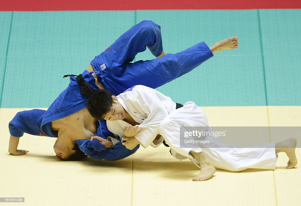 Hironori Ishikawa (R) of Japan and Diyorbek Urozboev of Uzbekistan compete in the Men's 60kg quarter-final match during day one of the Judo Grand Slamat Yoyogi Gymnasium on November 30, 2012 in Tokyo, Japan.