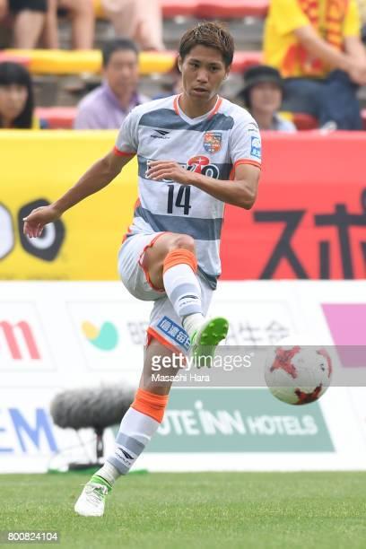 Hiroshi Azuma of AC Nagano Parceiro in action during the JLeague J3 match between Giravanz Kitakyushu and AC Nagano Parceiro at Mikuni World Stadium...