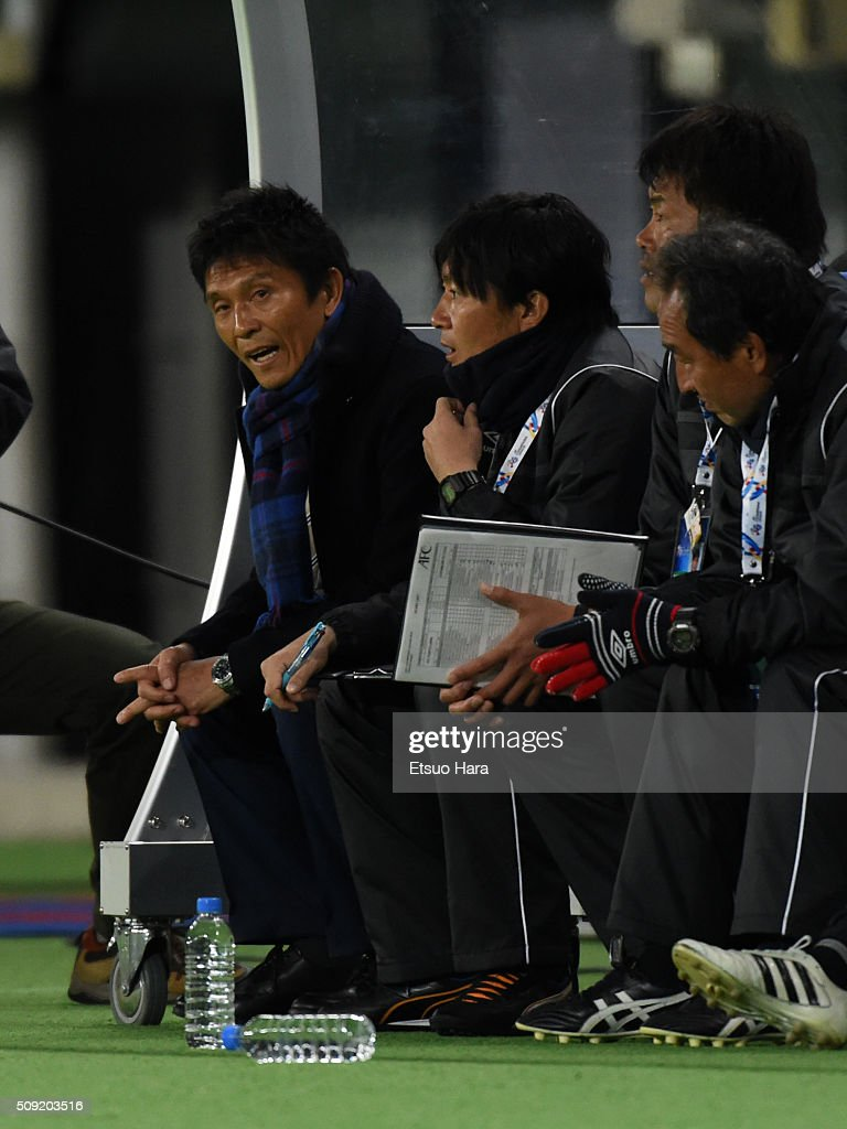 Hiroshi Jofuku,coach of FC Tokyo(L) looks on during the AFC Champions League playoff round match between FC Tokyo and Chonburi FC at the Tokyo Stadium on February 9, 2016 in Chofu, Japan.