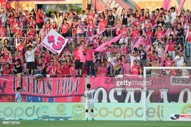 Hiroshi Kiyotake of Cerezo Osaka applauds supporters after his side's 30 win in the JLeague J1 match between Omiya Arija and Cerezo Osaka at NACK 5...