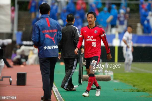 Hiroshi Kiyotake of Cerezo Osaka walks to the bench after substituted during the JLeague J1 match between Cerezo Osaka and Ventforet Kofu at Kincho...