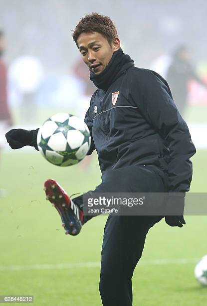 Hiroshi Kiyotake of Sevilla FC warms up before the UEFA Champions League match between Olympique Lyonnais and Sevilla FC at Parc OL on December 7...