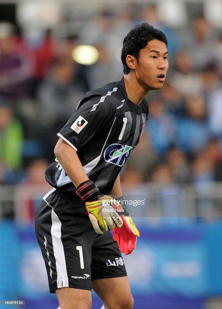 Hirotsugu Nakabayashi of Dagiano Okayama in action during the J.League Second Division match between Yokohama FC and Fagiano Okayama at Nippatsu Mitsuzawa Stadium on March 24, 2013 in Yokohama, Japan.