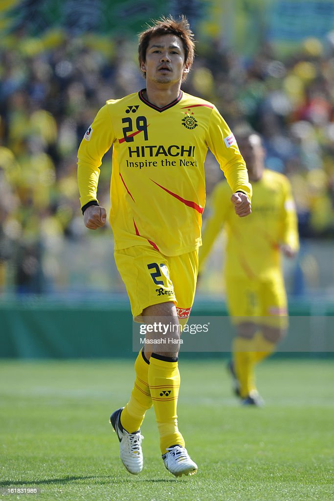 Hiroyuki Taniguchi #29 of Kashiwa Reysol looks on during the pre season friendly between Kashiwa Reysol and JEF United Chiba at Hitachi Kashiwa Soccer Stadium on February 17, 2013 in Kashiwa, Japan.
