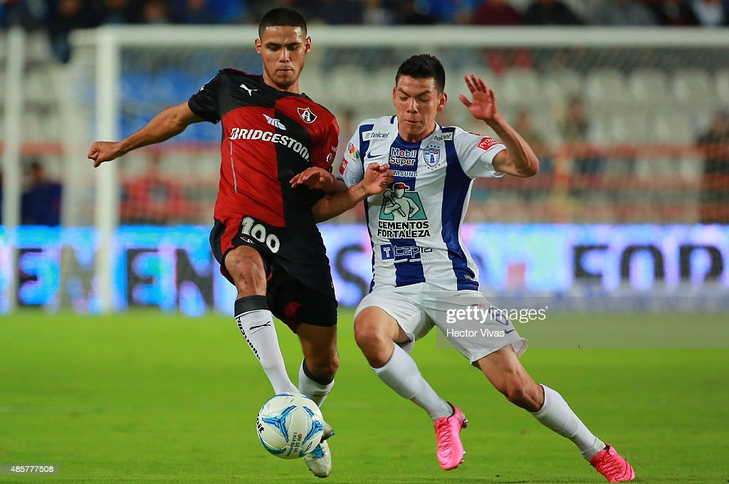 Hirving Lozano of Pachuca (R) struggles for the ball with Carlos Arreola of Atlas (L) during a 7th round match between Pachuca and Atlas as part of the Apertura 2015 Liga MX at Hidalgo Stadium on August 29, 2015 in Pachuca, Mexico.