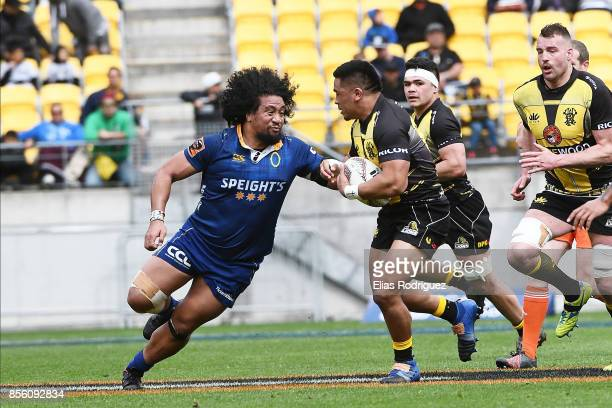 Hisa Sasagi of Otago looks to tackle Asafo Aumua of Wellington during the round seven Mitre 10 Cup match between Wellington and Otago on October 1...