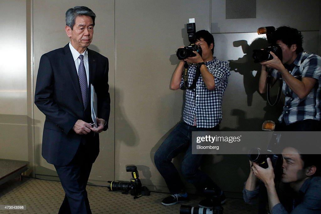 Toshiba Corp. President Hisao Tanaka Briefs Media On Account Probe