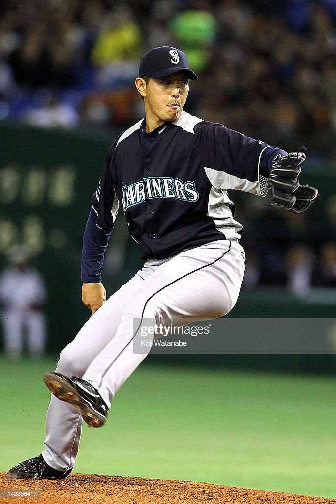 <a gi-track='captionPersonalityLinkClicked' href=/galleries/search?phrase=Hisashi+Iwakuma&family=editorial&specificpeople=5723798 ng-click='$event.stopPropagation()'>Hisashi Iwakuma</a> of the Seattle Mariners throws during the pre season game between Seattle Mariners and Yomiuri Giants at Tokyo Dome on March 26, 2012 in Tokyo, Japan.