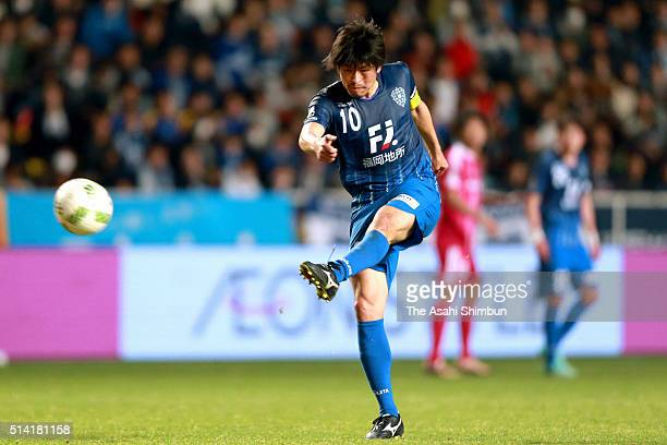 Hisashi Jogo of Avispa Fukuoka shoots at goal during the JLeague match between Avispa Fukuoka and Yokohama FMarinos at the Level 5 Stadium on March 5...